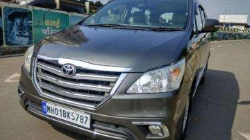 2014 Toyota Innova MT for sale in Palghar