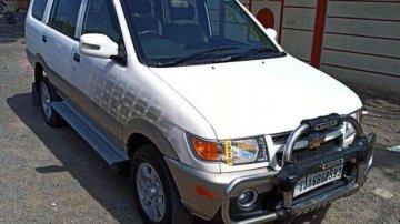Chevrolet Tavera Neo 3 LT- 9 STR BS-IV, 2015, Diesel MT in Surat
