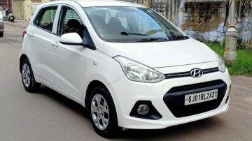 Used Hyundai i10 Magna 2015 MT for sale in Ahmedabad